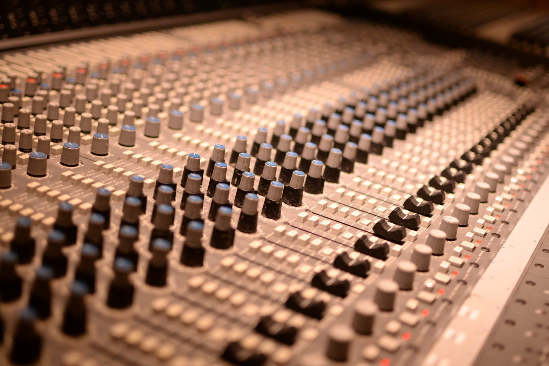 Livemix Blog - Analog Mixers Vs. Digital Mixers